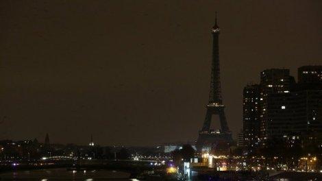 eiffel-tower-dark