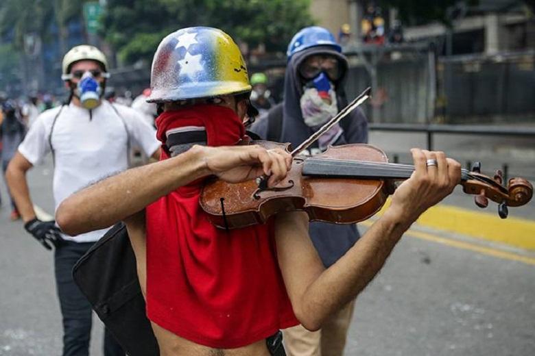 Η Βενεζουέλα δεν είναι για τα μούτρα τους! Τα σχέδια της Αυτοκρατορίας, δακρύβρεχτες αλεπούδες και προφέσορες της επανάστασης